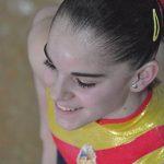 Elena Zaldívar con sus pinzas nuevas. :)