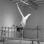 Jaime Belenguer en su época como gimnasta. Paralelas.