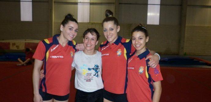 Noelia, Sara y Carolina (ACRO) con Cristina (GAF)