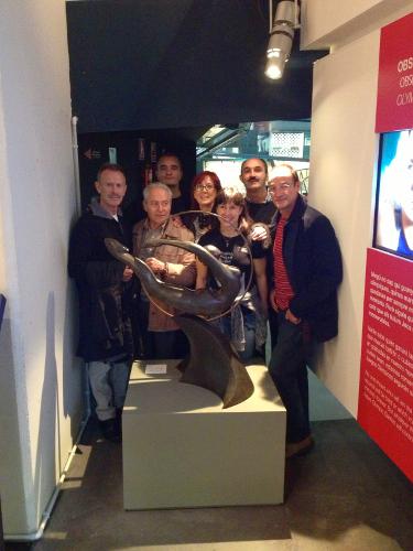Espagatianos en el Museu Olimpic con la gimnasta cósmica de Llongueras