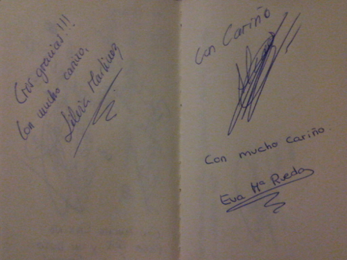 Autógrafos de Silvia Martínez, Alicia Fernández y Eva Rueda