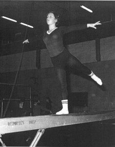 Dolores Tello entrenando en el INEF de Madrid en 1971. Foto EFE.