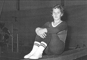 Dolores Tello se toma un respiro durante un entrenamiento en el INEF de Madrid en 1971. Foto EFE.