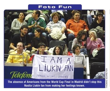 Irene y otros foreros con Liukin hasta el infinito y más allá. Foto Thomas Schreyer.